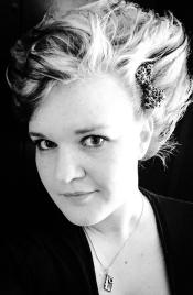Photo of artist Sara Deasy