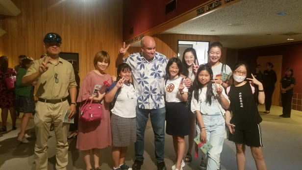 Former TV news photojournalist, Professor of Practice at the Newhouse School in Syracuse, and CSU Summer Arts program guest artist Les Rose poses with students visiting from China.