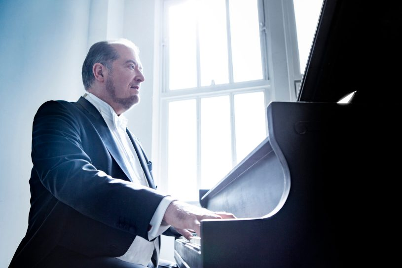 Garrick Ohlsson plays the Piano