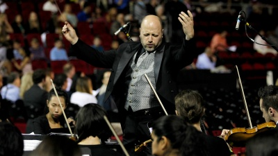 Thomas Loewenheim conducts the Fresno State Symphony Orchestra