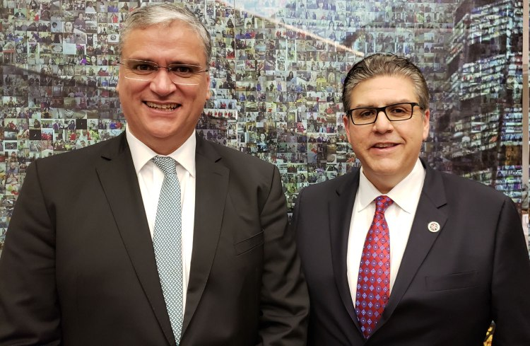 Vasco Alves Cordeiro, president of the Government of the Azores and Fresno State President Joseph I. Castro.