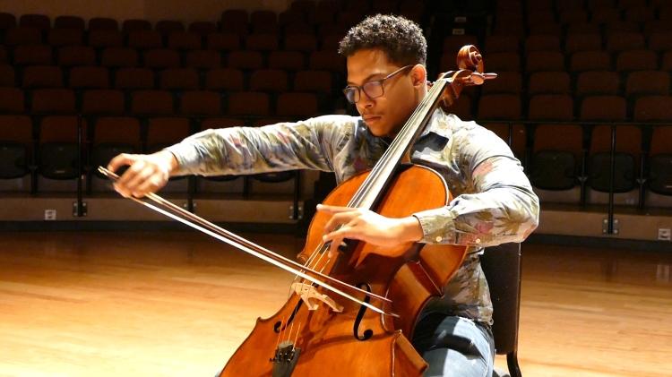 Kelvin Diaz Inoa plays his cello