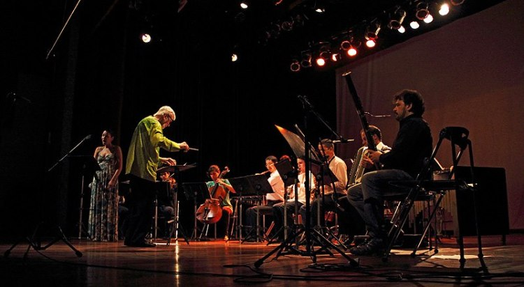 Dr. Jack Fortner directs the Camará Ensemble in Brazil.