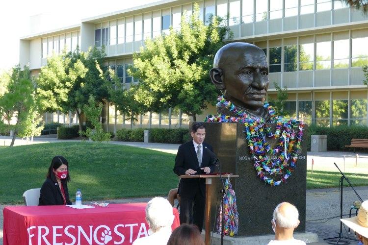Fresno State President Saúl Jiménez Sandoval says a few words.
